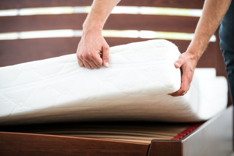 Man changing his mattress