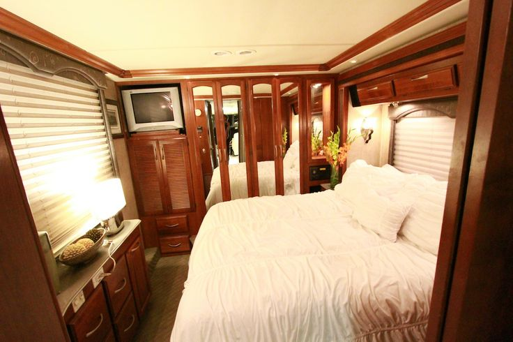 Gwen Stefani's RV bedroom